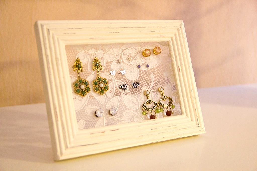 Lace earring organizer
